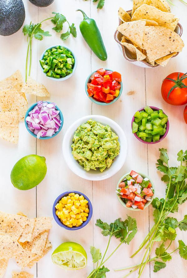 "<strong>Get the <a href=""http://www.averiecooks.com/2014/07/do-it-yourself-guacamole-bar.html"" target=""_blank"">Do-It-Yourself"