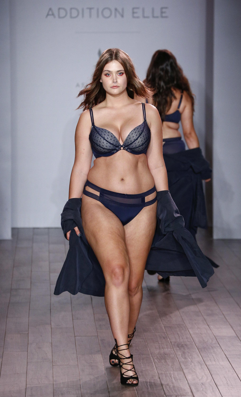 Lingerie fashion show photos 58