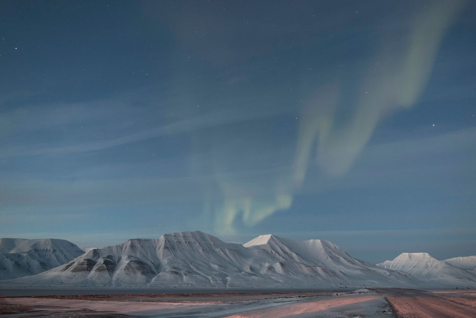 On the evening of the total solar eclipse of March 20, 2015, the people of Spitsbergen, Norway, were treated to a second natu