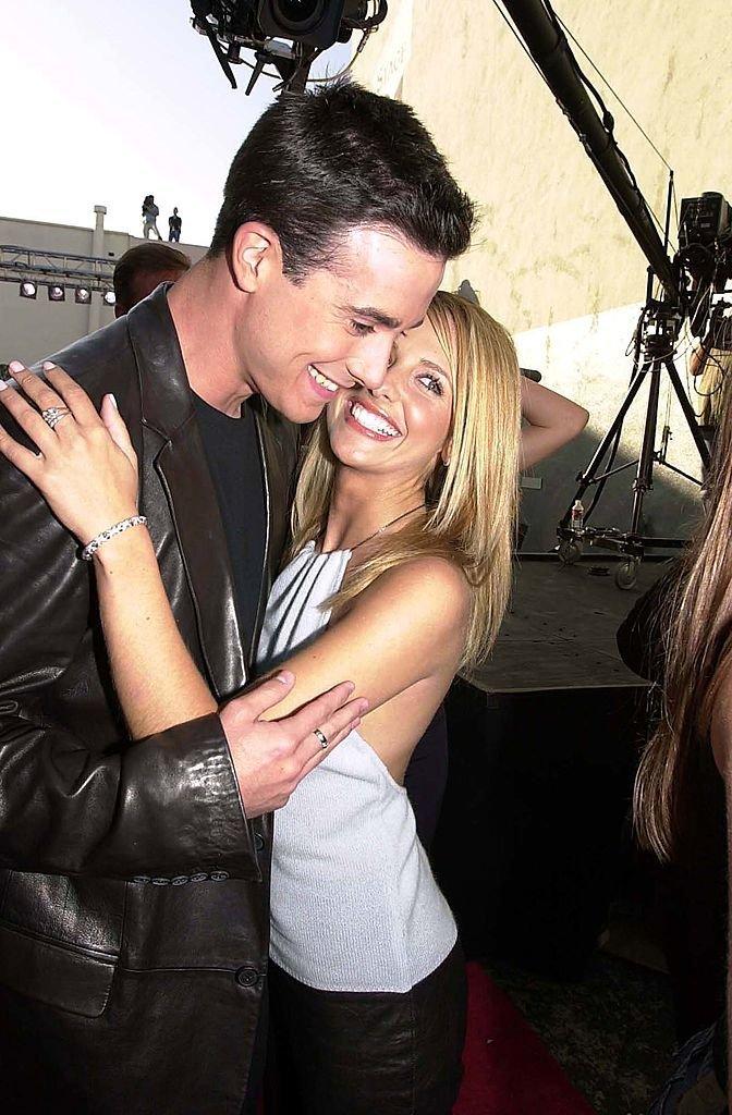 Freddie Prinze Jr. and Sarah Michelle Gellar during 2000 MTV Movie Awards at Sony Studios in Culver City, California, United States. (Photo by Jeff Kravitz/FilmMagic, Inc)
