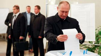 Russian President Vladimir Putin casts his ballot at a polling station during a parliamentary election in Moscow, Russia, September 18, 2016. REUTERS/Grigory Dukor