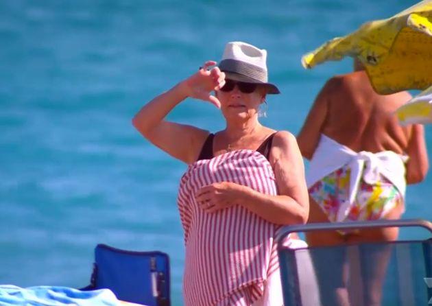ブルキニの女性、フランスのビーチから「出て行け」と脅される(画像)