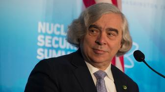 US Energy Secretary Ernest Moniz speaks during a press conference at the 2016 Nuclear Security Summit in Washington, DC, April 1, 2016. / AFP / Jim Watson        (Photo credit should read JIM WATSON/AFP/Getty Images)