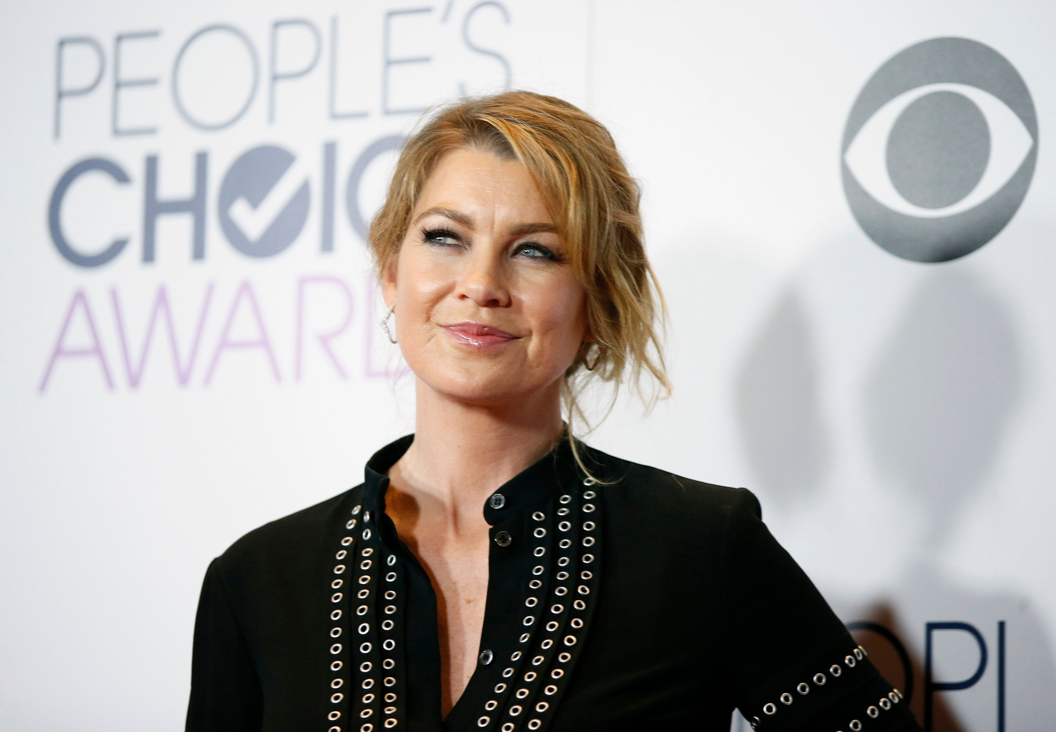 Actress Ellen Pompeo poses backstage during the People's Choice Awards 2016 in Los Angeles, California January 6, 2016.  REUTERS/Danny Moloshok