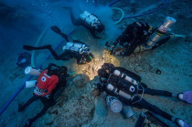 Archaeologists excavate the Antikythera shipwrecks' skeletal