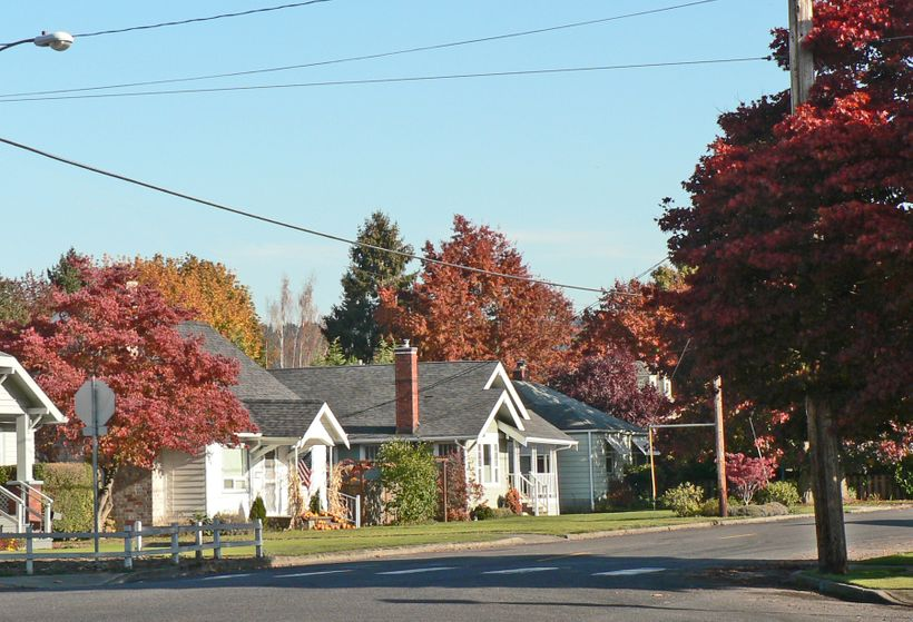 Wood Avenue in Sumner in the fall