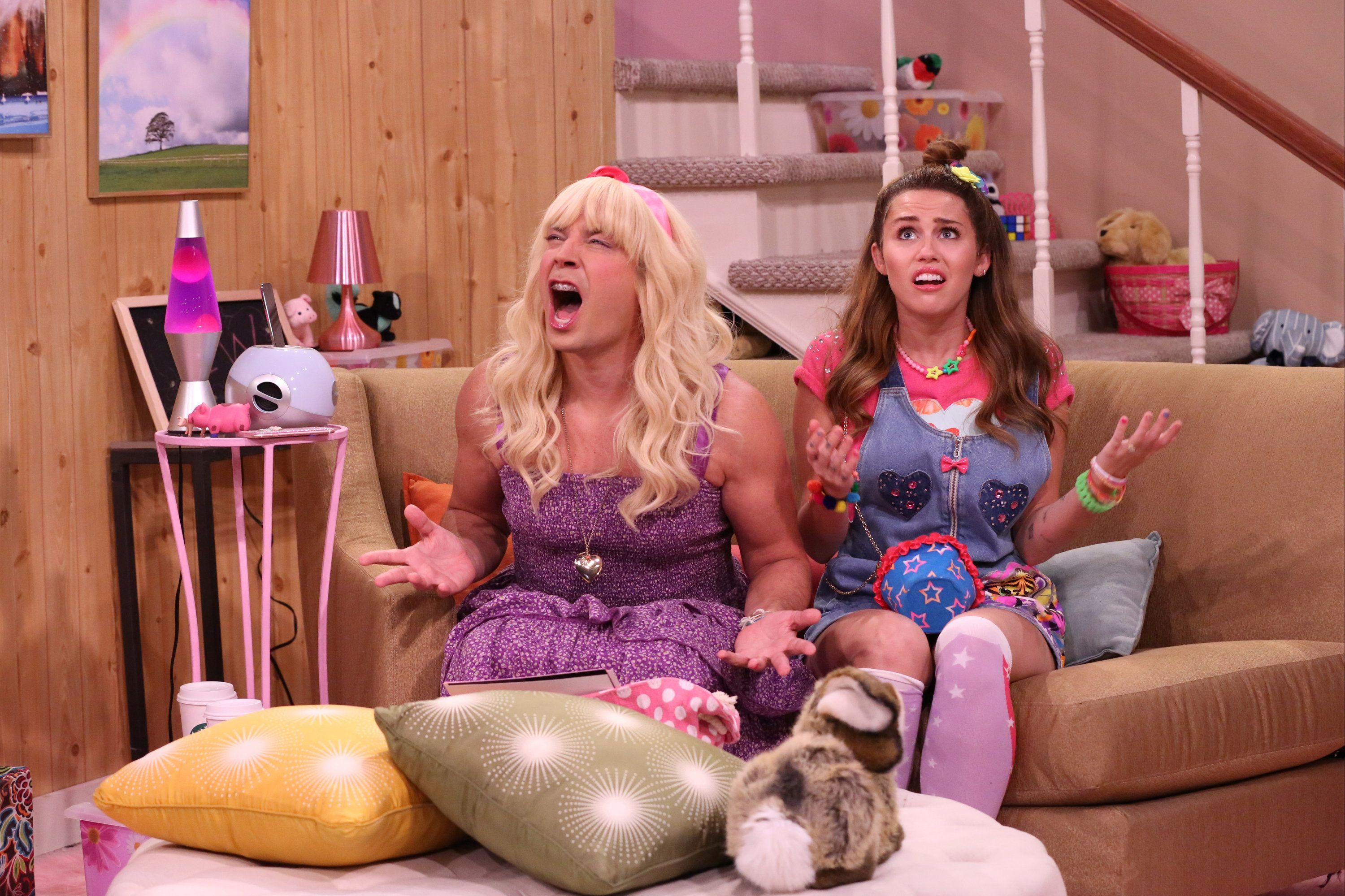 Miley Cyrus Brings Back The 'Hannah Montana' Look For