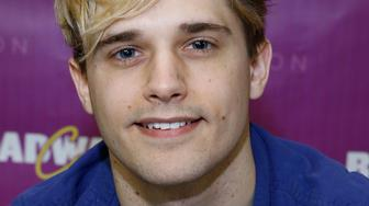 Actor Andy Mientus attends BroadwayCon 2016 at the Hilton Midtown on January 22, 2016 in New York City.  (Photo by John Lamparski/WireImage)