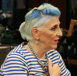 Comedian Lisa Lampanelli spoke with HuffPost about her new offBroadway play and gaining confidence