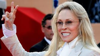 "U.S. actress Faye Dunaway arrives for a gala screening of the film ""Chacun son Cinema"" at the 60th Cannes Film Festival May 20, 2007.   REUTERS/Jean-Paul Pelissier   (FRANCE)"