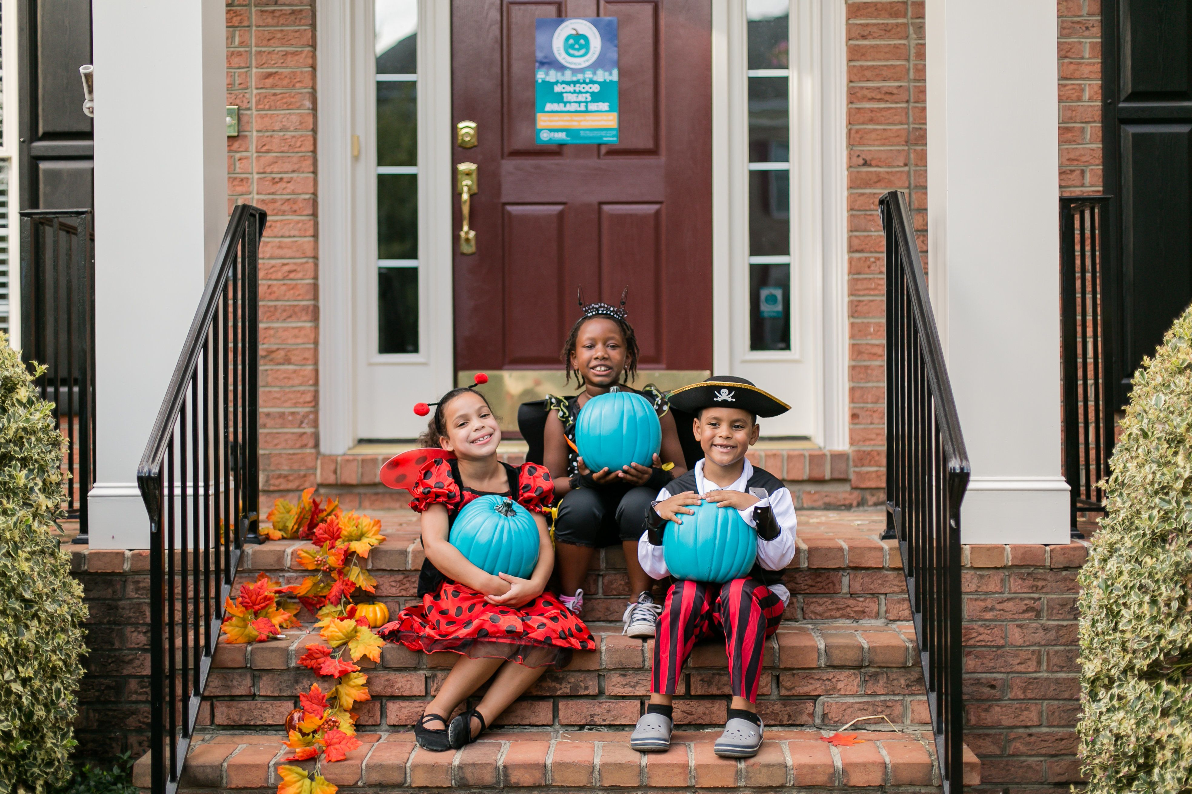 FARE teamed up with Michaels Craft Stores to spread the word about the Teal Pumpkin Project.