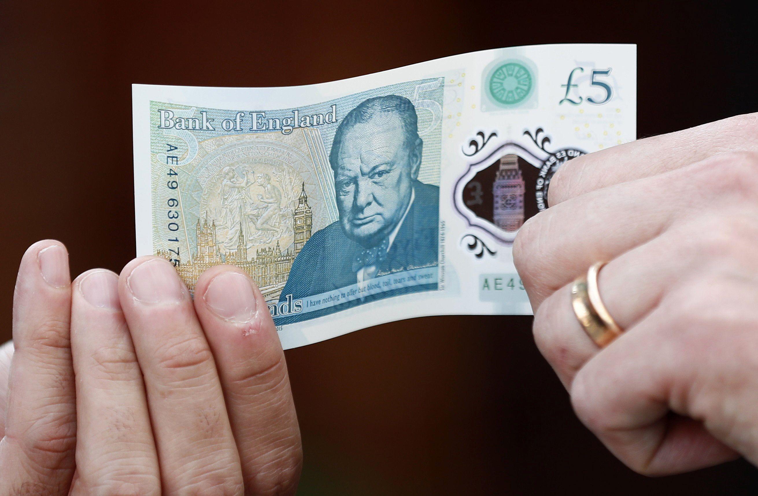 People Are Doing Something Wonderful With The New £5