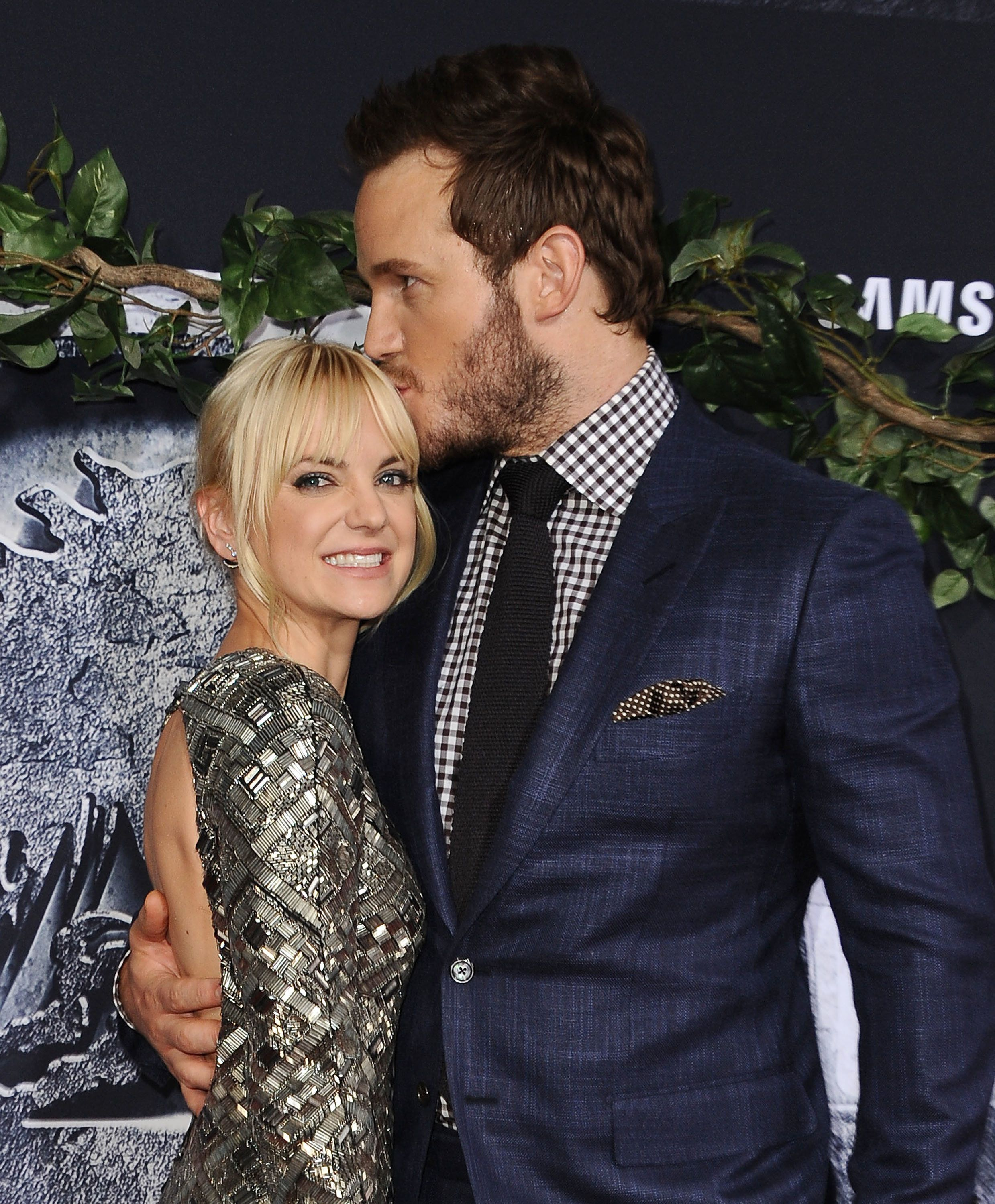 HOLLYWOOD, CA - JUNE 09:  Actress Anna Faris and actor Chris Pratt attend the premiere of 'Jurassic World' at Dolby Theatre on June 9, 2015 in Hollywood, California.  (Photo by Jason LaVeris/FilmMagic)