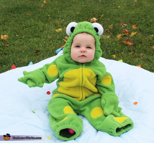 "Via <a href=""http://www.costume-works.com/costumes_for_babies/frog-baby.html"" target=""_blank"">Costume Works</a>"