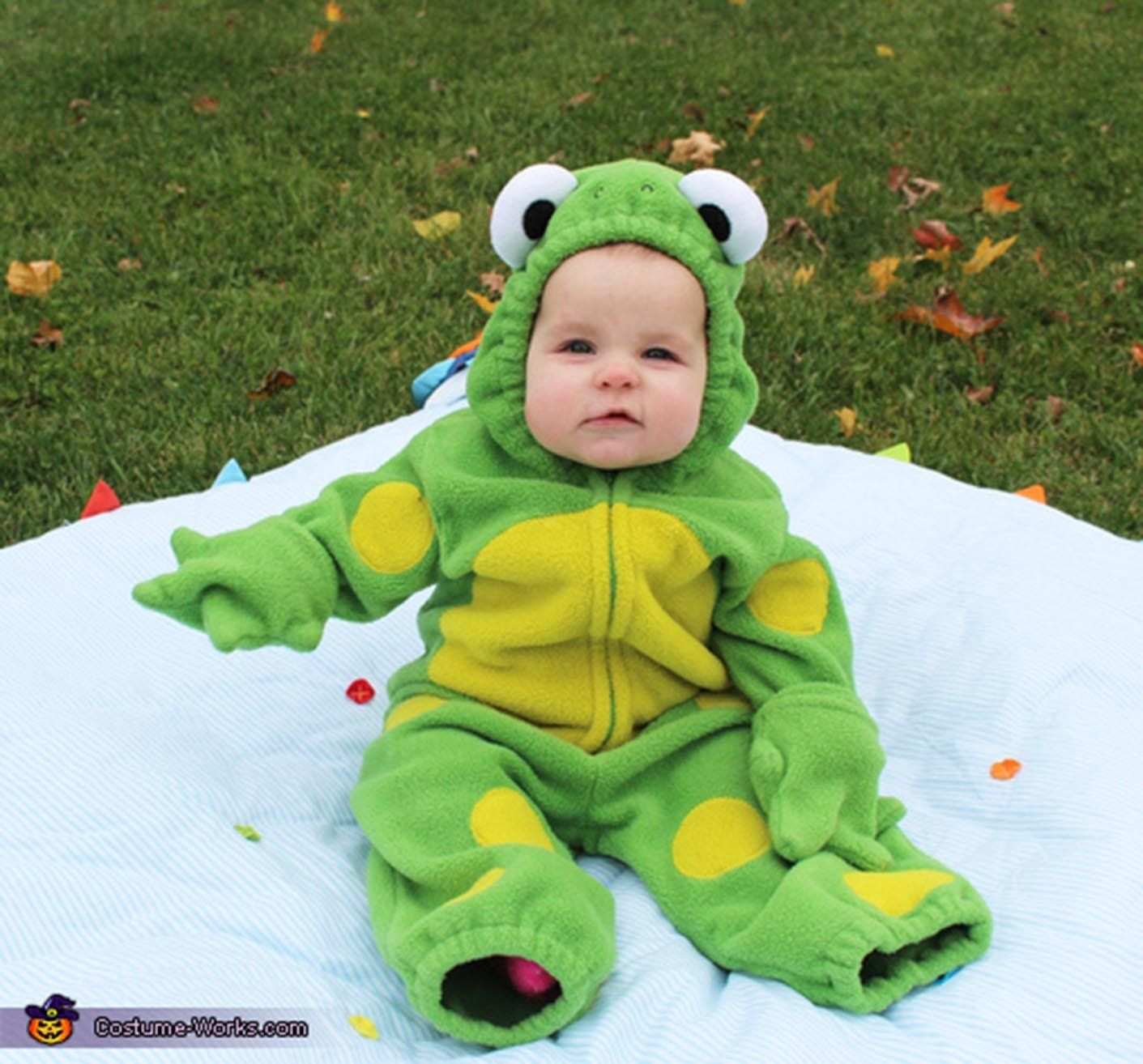 30 Baby Frog. Via u003ca ...  sc 1 st  HuffPost & 35 Babies In Halloween Costumes Who Actually Couldnu0027t Be Cuter ...
