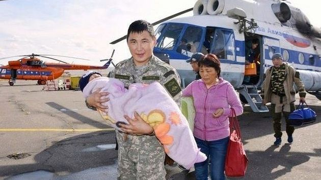 Tserin Dopchut is carried to safety by a member of the Tuva Emergency