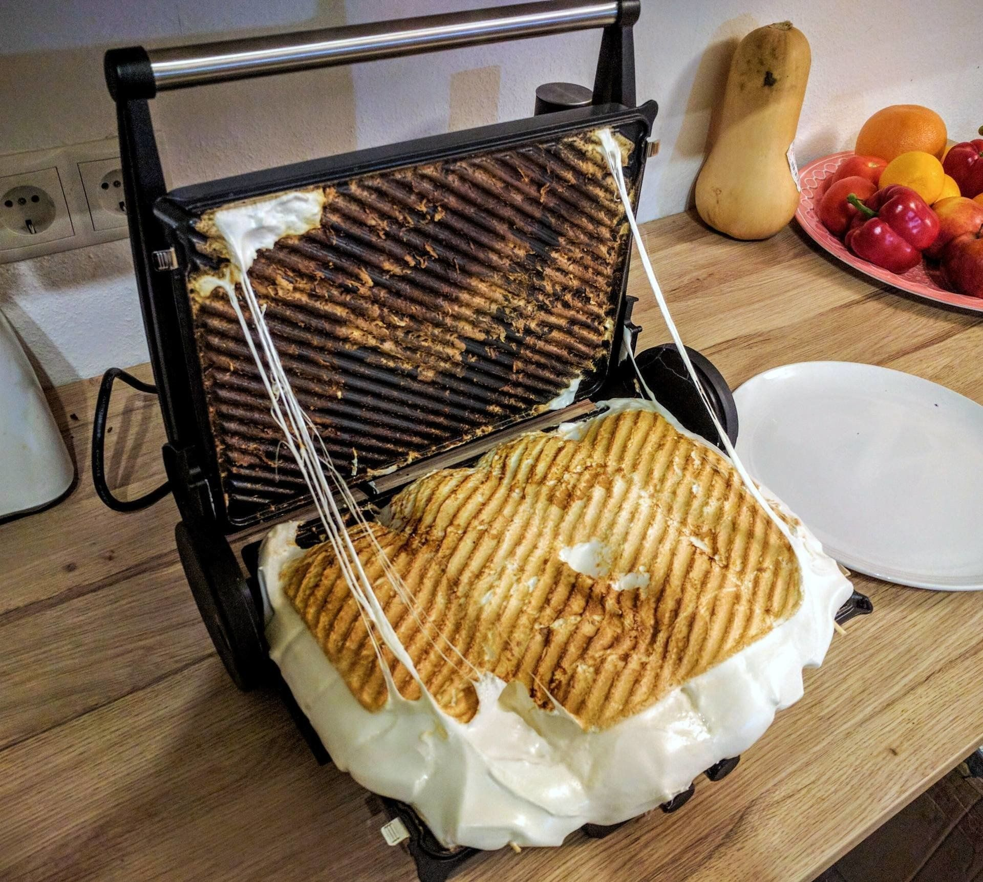 Reddit userkahnii put 20 marshmallows on this grill.