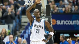 Feb 25, 2015; Minneapolis, MN, USA; Minnesota Timberwolves forward Kevin Garnett (21) smiles and waves to fans in the second half against the Washington Wizards at Target Center. The Timberwolves won 97-77. Mandatory Credit: Jesse Johnson-USA TODAY Sports