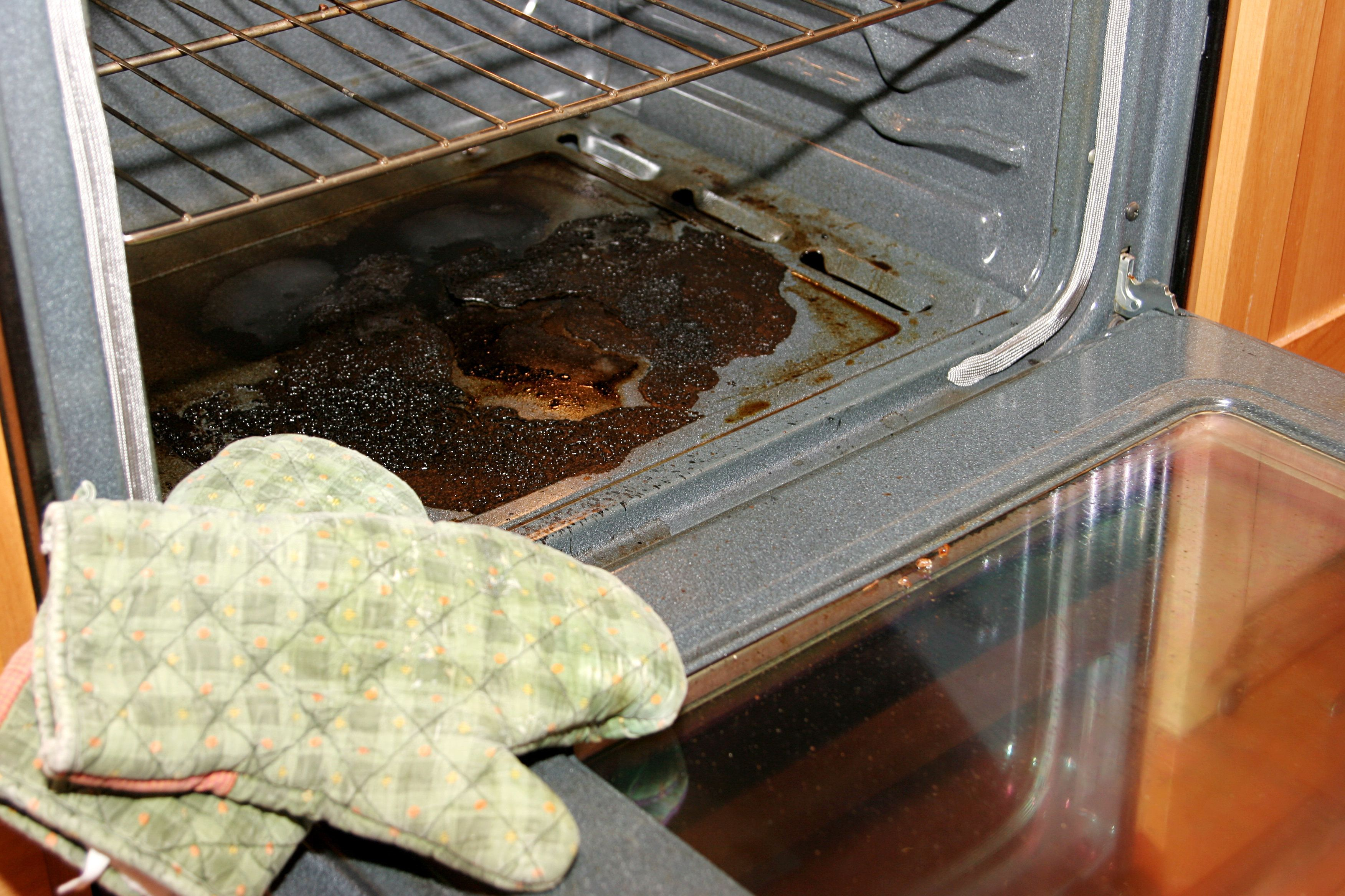 Woman Shares Unusual Life Hack For Cleaning An Oven