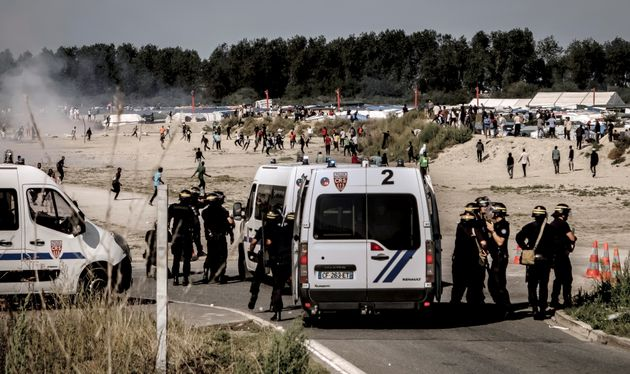Riot police in Calais dispersed migrants trying to get into trucks heading to Great Britain last