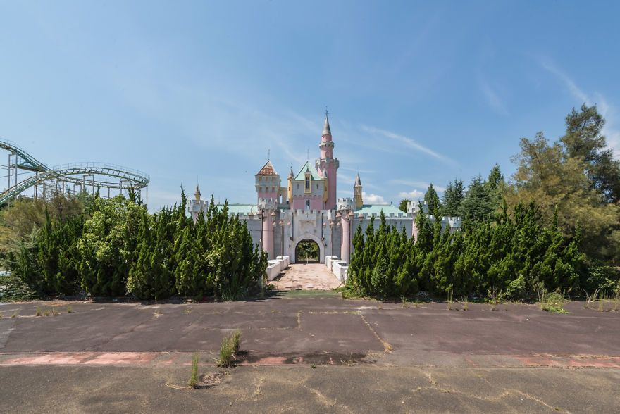 Japan S Abandoned Dreamland Theme Park Is Not For The Faint Of Heart Huffpost Life,Inspirational Quotes Keeping Up With The Joneses Meme