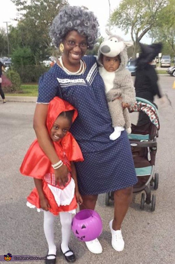 """Via <a href=""""http://www.costume-works.com/costumes_for_families/little-red-riding-hood-family1.html"""" target=""""_blank"""">Costume"""