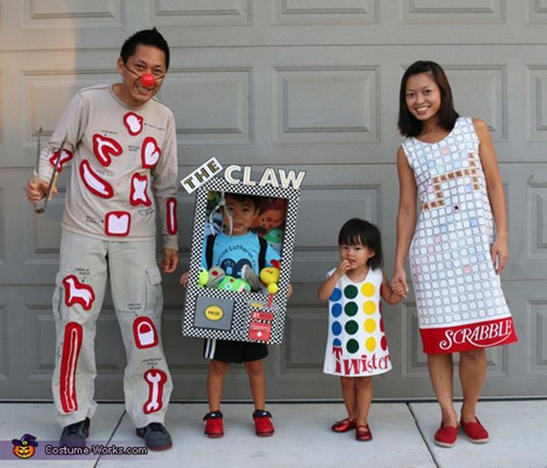 """Via <a href=""""http://www.costume-works.com/costumes_for_families/games-family.html"""" target=""""_blank"""">Costume Works</a>"""
