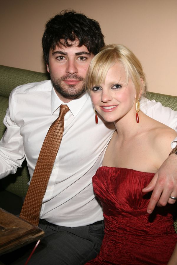 Before marrying Chris Pratt in 2009, Faris waswith actor Ben Indra. They married in June 2004, but she filed for divorc