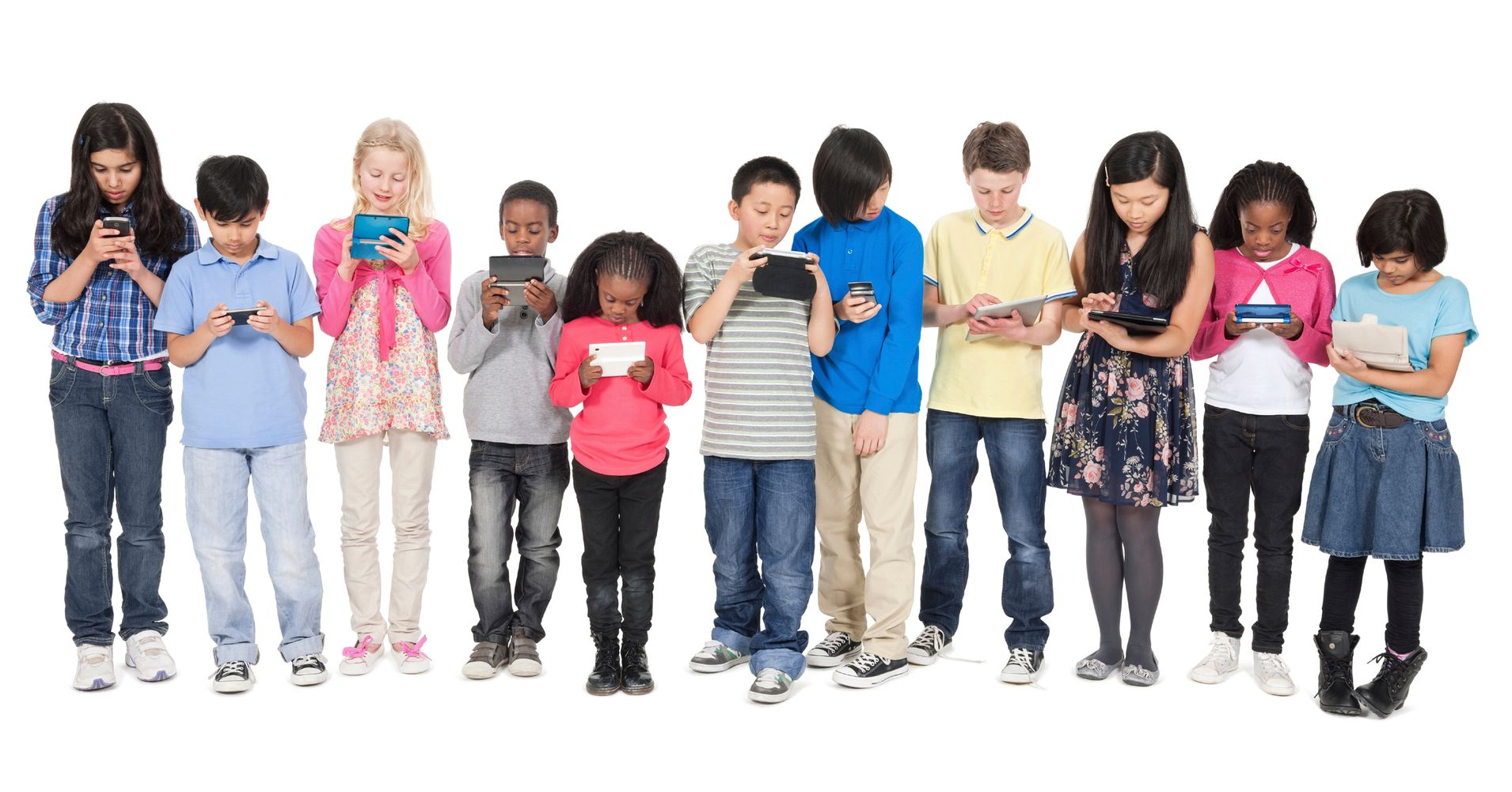 parents limiting the use of social media Girls spend more time using social media,  the increase in use of electronic media is exposing children to  talk about media with other parents to learn from.
