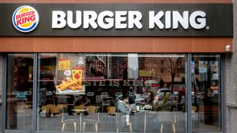 TIANJIN, CHINA - 2016/02/21: Chinese customers in a Burger King restaurant.  Burger King is on the first list of retail ends supporting Apple Pay.  Burger King, the worlds second largest burger chain restaurant, first entered the China market in 2005, has more than 300 restaurants in the country. (Photo by Zhang Peng/LightRocket via Getty Images)