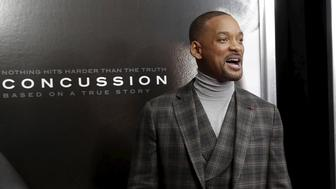 """Actor Will Smith poses as he arrives for the New York premiere of the film """"Concussion"""" in the Manhattan borough of New York City, December 16, 2015. """"Concussion"""", which stars Smith portraying Dr. Bennet Omalu, the pathologist who a decade ago first linked brain damage to the deaths of National Football League (NFL) players, opens nationwide December 25.  REUTERS/Mike Segar"""