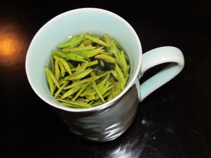 The top 6 gifts sure to please your chinese family huffpost dragonwell green tea solutioingenieria Choice Image