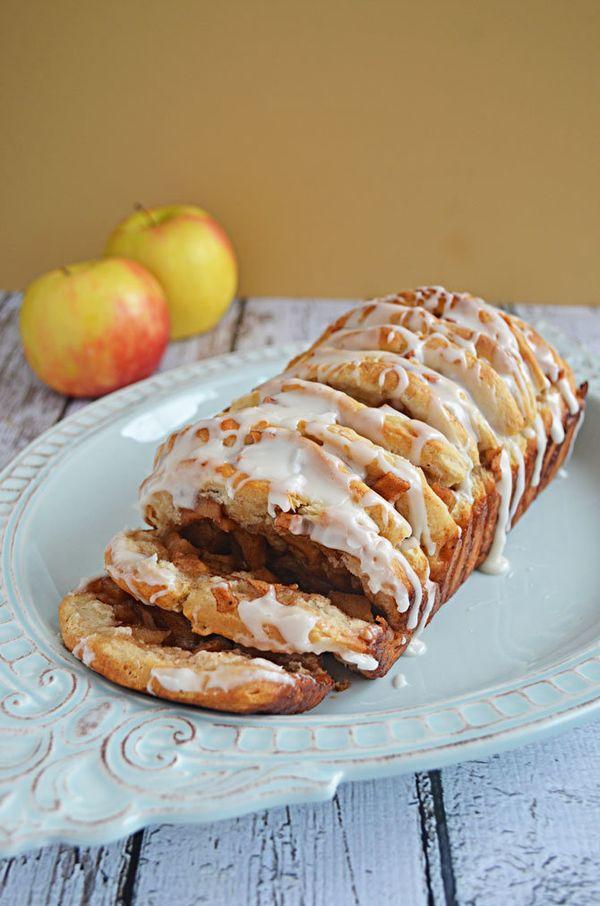 "<strong>Get the <a href=""http://hostthetoast.com/apple-fritter-pull-apart-bread/"" target=""_blank"">Apple Fritter Pull Apart Br"