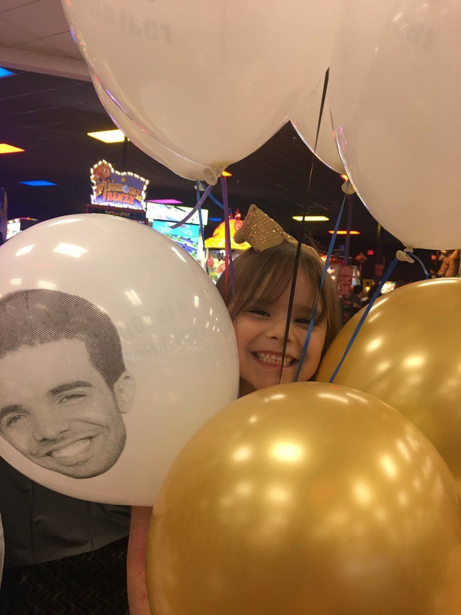 Leah celebrated her sixth birthday withballoons with Drake's face on them.