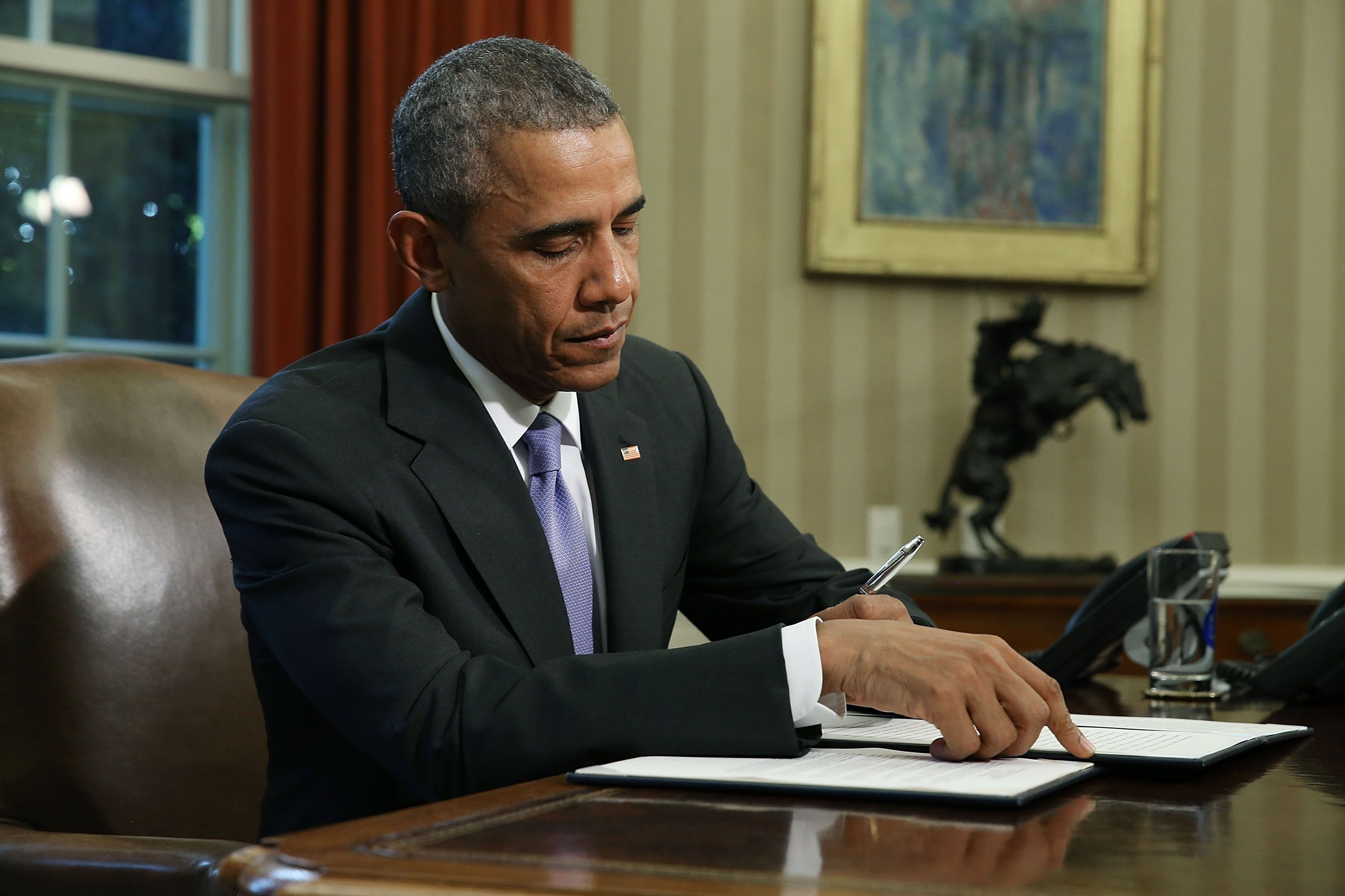 WASHINGTON, DC - OCTOBER 22: U.S. President Barack Obama signs a veto of ÊH.R. 1735ÊNational Defense Authorization Act (NDAA) in the Oval Office October 22, 2015 in Washington, DC. President Obama and Congressional Democrats object to the measure because it uses some $90 billion meant for war spending to avoid automatic budget cuts to military programs.  (Photo by Mark Wilson/Getty Images)