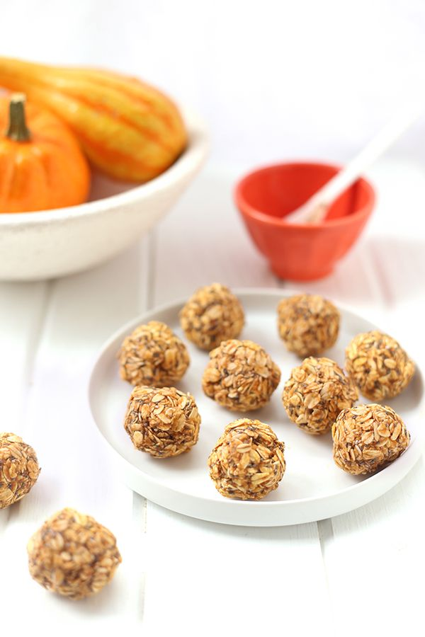 """<strong>Get the <a href=""""http://www.thehealthymaven.com/2015/10/pumpkin-spice-oatmeal-energy-balls.html"""" target=""""_blank"""">Pump"""