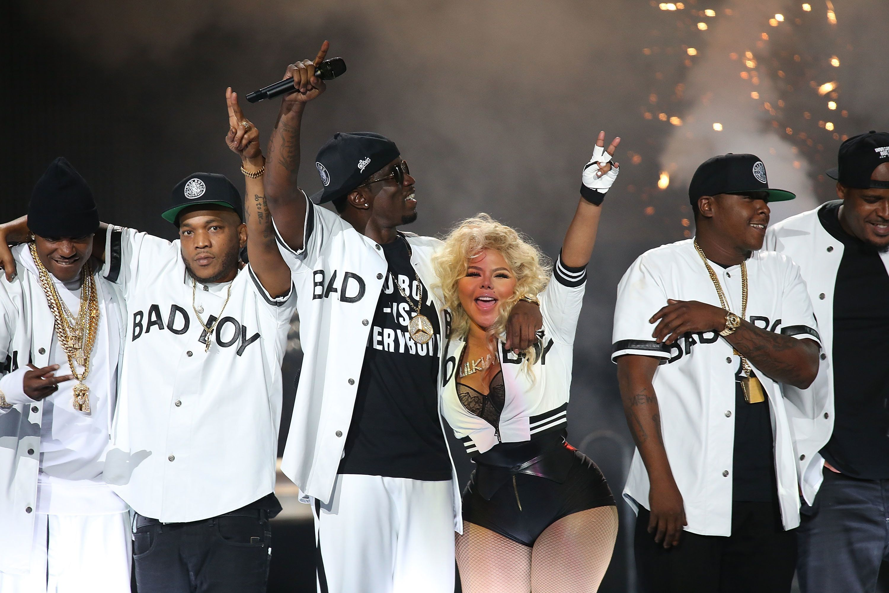 NEWARK, NJ - SEPTEMBER 25:  Sean 'Puff Daddy' Combs and Lil Kim perform during the Bad Boy Family Reunion Tour at Prudential Center on September 25, 2016 in Newark, New Jersey.  (Photo by Manny Carabel/Getty Images)