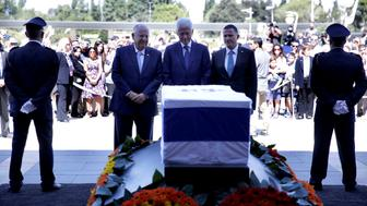 JERUSALEM, ISRAEL - SEPTEMBER 29: Former US President Bill Clinton (C), Israeli President Reuven Rivlin (L) and Knesset chairman Yuli Edelstein (R) stand in front of the coffin during the state ceremony for the Israel's former President Shimon Peres at Knesset, Israeli Parliament, in Jerusalem, Israel on September 29, 2016. Former Israeli President Shimon Peres passed away on September 28, 2016, at the age of 93, two weeks after suffering a stroke. (Photo by Daniel Bar On/Anadolu Agency/Getty Images)