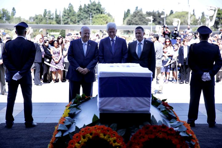 Former US President Bill Clinton (C), Israeli President Reuven Rivlin (L) and Knesset chairman Yuli Edelstein (R) stand in fr