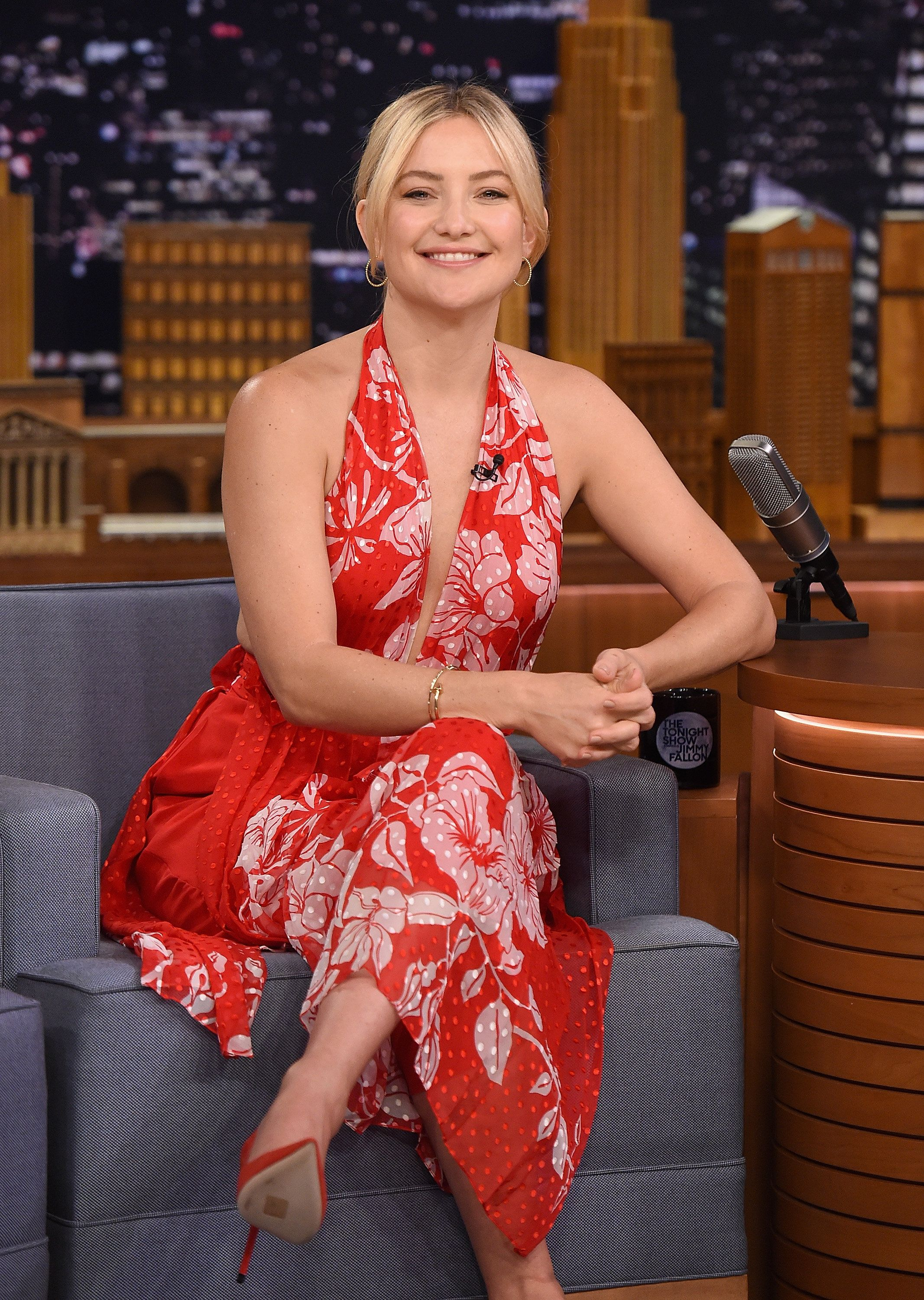 "Kate Hudson says she forgives her biological father, who once declared her ""dead"" to him."