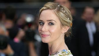 British actress Emily Blunt poses for photographers as she arrives to attend the World Premiere of the film 'The Girl on the Train', in central London on September 20, 2016. / AFP / DANIEL LEAL-OLIVAS        (Photo credit should read DANIEL LEAL-OLIVAS/AFP/Getty Images)