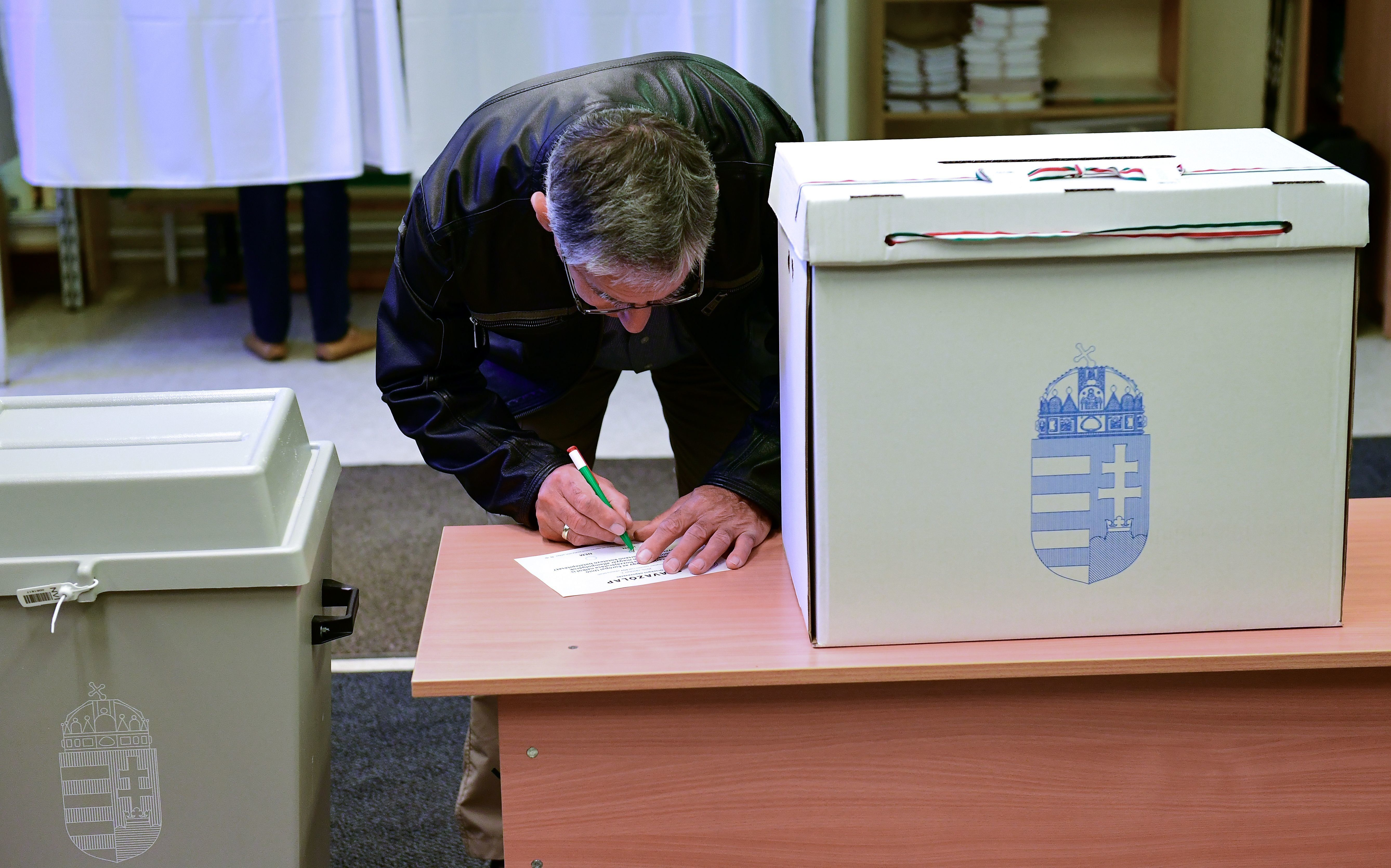 Hungarians Brilliantly Spoilt Their Referendum Ballots To Protest Refugee 'Hate'