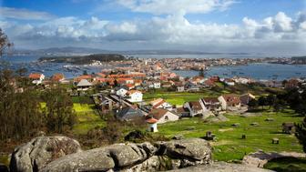 Isla de Arosa (Illa de Arousa), Pontevedra, Galicia, Spain. Isla de Arosa from Santo's viewpoint. At the back, Villagarcia de Arosa and the bridge that join the island with the peninsula.  (Photo by Xulio Villarino/Cover/Getty Images)