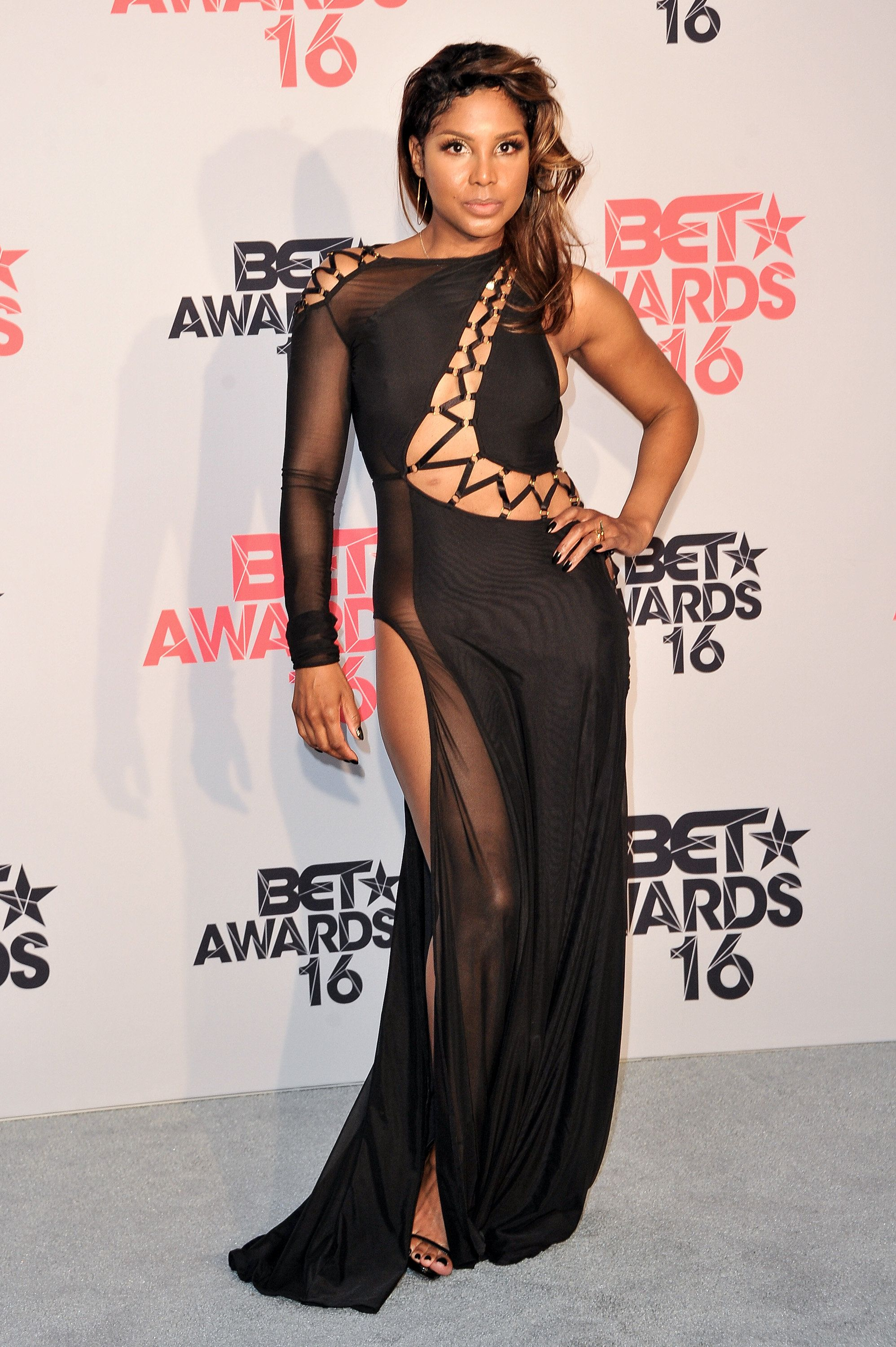 LOS ANGELES, CA - JUNE 26:  Singer Toni Braxton poses for pictures in the press room during the 2016 BET Awards at Microsoft Theater on June 26, 2016 in Los Angeles, California.  (Photo by Allen Berezovsky/WireImage)
