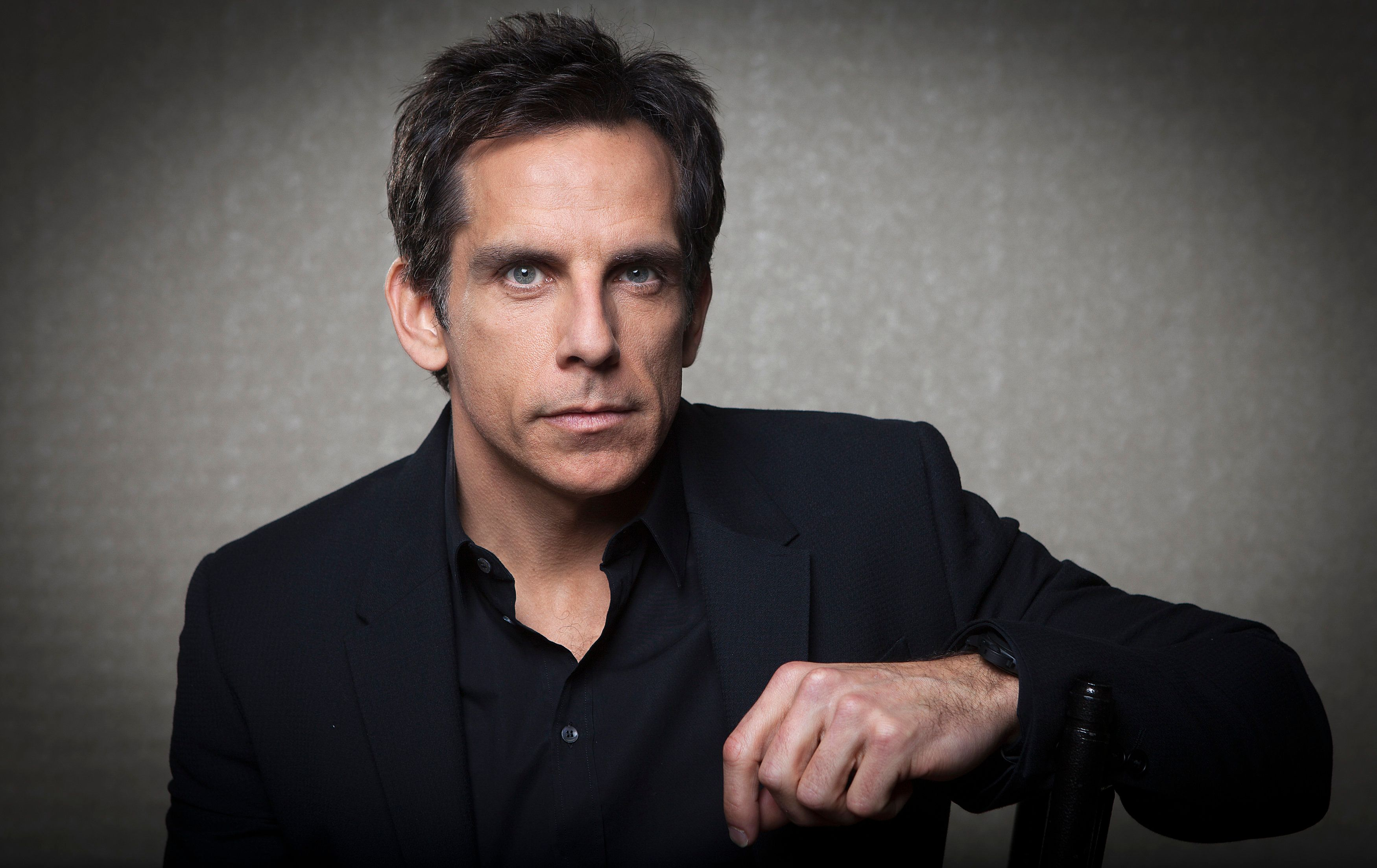 "Actor Ben Stiller poses for a portrait in advance of his movie ""The Secret Life of Walter Mitty"" in New York December 7, 2013.     REUTERS/Carlo Allegri (UNITED STATES - Tags: ENTERTAINMENT PORTRAIT)"