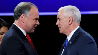 Democratic U.S. vice presidential nominee Senator Tim Kaine (L) and Republican U.S. vice presidential nominee Governor Mike Pence shake hands as they arrive for their vice presidential debate at Longwood University in Farmville, Virginia, U.S., October 4, 2016. REUTERS/Kevin Lamarque  TPX IMAGES OF THE DAY