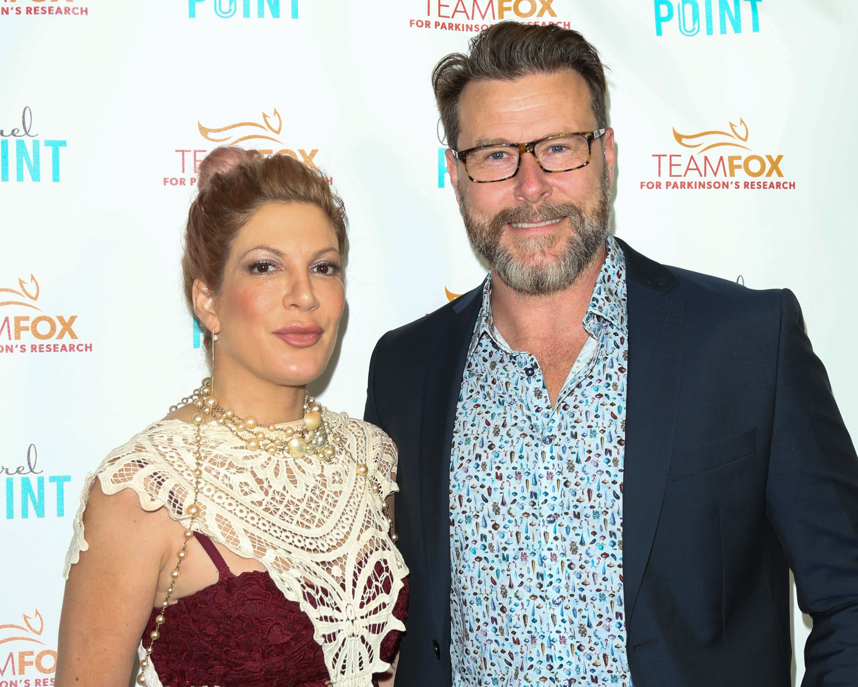 STUDIO CITY, CA - JULY 27:  Actors Tori Spelling (L) and Dean McDermott (R) attend the 'Raising The Bar To End Parkinson's' at Laurel Point on July 27, 2016 in Studio City, California.  (Photo by Paul Archuleta/FilmMagic)
