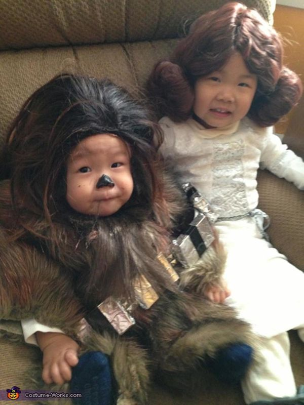 """Via <a href=""""http://www.costume-works.com/baby_chewbacca_and_little_leia.html"""" target=""""_blank"""">Costume Works</a>"""