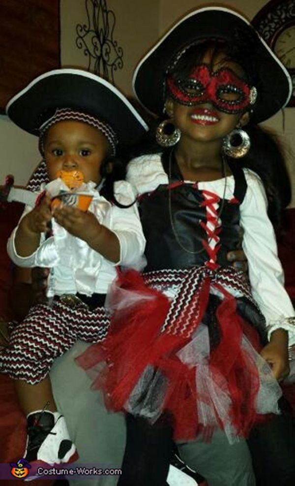 """Via <a href=""""http://www.costume-works.com/a_little_pirate_pizazz.html"""" target=""""_blank"""">Costume Works</a>"""