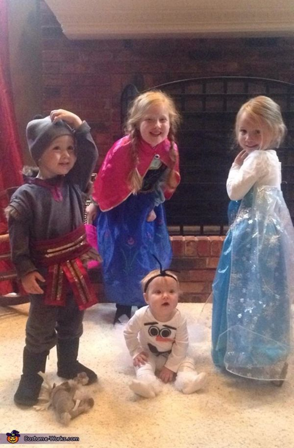 """Via <a href=""""http://www.costume-works.com/frozen-family2.html#costumedesc"""" target=""""_blank"""">Costume Works</a>"""